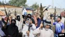 Возможно, структуры «Аль-Каиды» в Ираке действительно ослаблены. Но местному населению от того не легче - все резче дают о себе знать внутри- и межконфессиональные противоречия. Сторонники радикального лидера шиитов ас-Садра на улицах Багдада