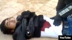 Фотоскриншот с видео о гибели участника акции протеста в Жанаозене.