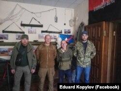 Едуард Копилов (другий зліва) та його команда