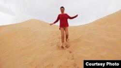 Алена Міхалковіч у арабскай пустэльні