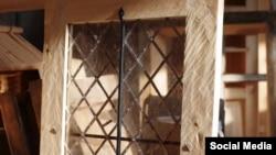 Решетчатые окна, изготовленные для церкви