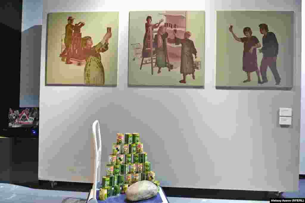 Вверху – фотоколлаж «Оливковое масло». Внизу – инсталляция «Оливковый сад». Вторая работа тоже отсылает к библейскому сюжету – Гефсиманскому саду недалеко от Иерусалима (Израиль), в котором по преданию был схвачен Иисус. Считается, что несколько оливковых деревьев в нем сохранились со времен Иисуса.