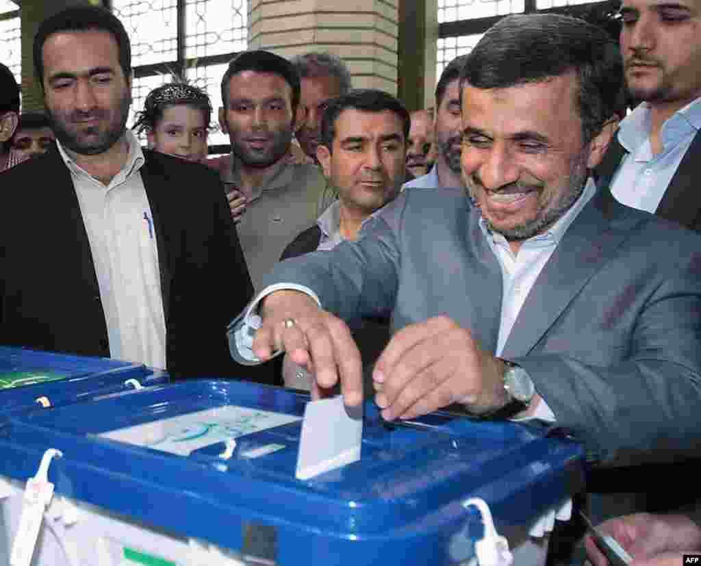 Iranian President Mahmud Ahmadinejad casts his ballot.