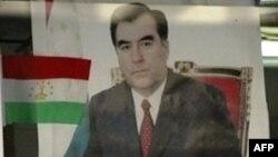 Зображення президента Емомалі Рахмона на вулицях столиці Таджикистану Душанбе