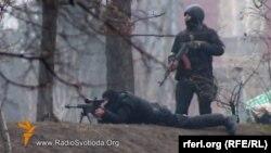 Украина -- Маршо радионан Украинин сервисо яьккхина видео, Калашниковн масатоп а, снайперан топ а йолуш лаьтташ ницкъийн векалш, дийцарехь, Киеверчу майданехь болчарна тIе герз детташ, Киев, 20Чил2014