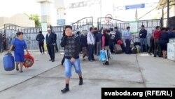 На пограничном переходе на казахстанско-узбекской границе.