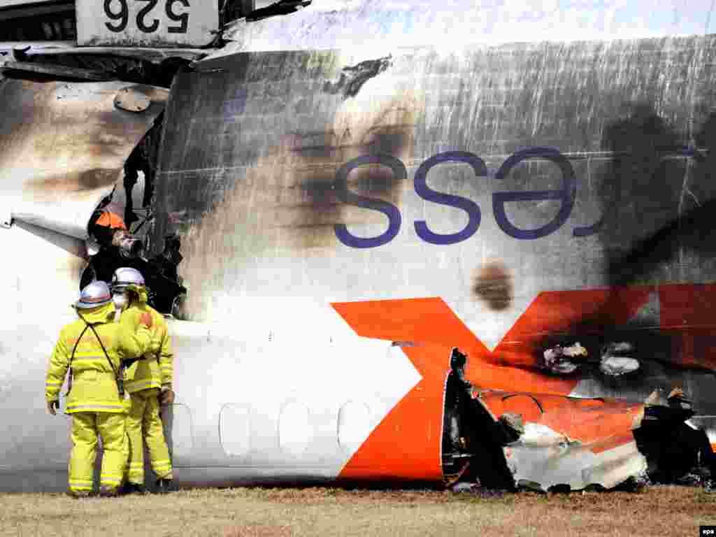 В Токио в результате крушения грузового самолета компании FedEx в аэропорту Нарита погибли оба пилота, находившиеся на борту.