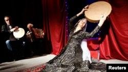 The curtains open on 74-year-old contestant Lira Arabuli...
