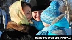 Наталья Бойко жұбайы Петро және ұлы Владимирмен бірге. 5 наурыз 2013 жыл