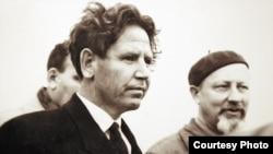 Бывший узник нацистских лагерей смерти алматинец Илья Назаров (слева). Фото сделано осенью 1963 года в Чехословакии. Фото из архива автора.