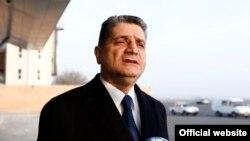 Премьер-министр Армении Тигран Саргсян беседует с журналистами после встречи с российским коллегой Дмитрием Медведевым, Сочи, 24 февраля 2014 г.