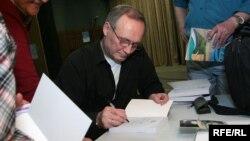 Уладзімер Някляеў на прэзэнтацыі сваёй кнігі «Цэнтр Еўропы»