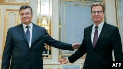 Ukrainian President Viktor Yanukovych (left) met with German Foreign Minister Guido Westerwelle in Kyiv on June 21.
