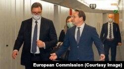 Aleksandar Vučić sa Oliverom Varheljijem u Briselu 26. juna