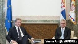 Комесарот Штефан Филе на инагурацијата на Николиќ за претседател.