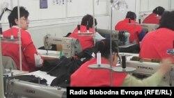 Илустрација: Работнички во текстилна фабрика