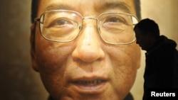 Sjabo, najpoznatiji politički zatvorenik u Kini, poznat po svom zalaganju za zaštitu ljudskih prava i demokratije, uhapšen je 2009. godine