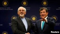 محمدجواد ظریف، وزیر خارجه ایران، در کنار همتای ترک خود، احمد داووداوغلو