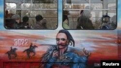Иллюстративное фото. Трамвай в Донецке с изображением украинского казака. Ноябрь 2014 года