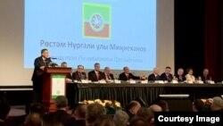 Рөстәм Миңнеханов чыгыш ясый