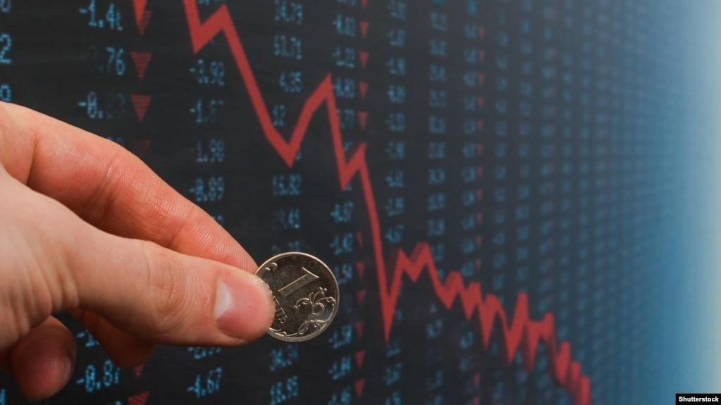 Рубль обвалился после появления информации о новых санкциях