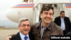 Վրաստանի նախագահ Միխեիլ Սահակաշվիլին դիմավորում է Հայաստանի նախագահ Սերժ Սարգսյանին