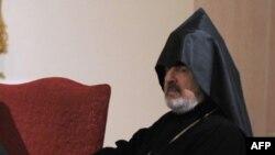 Наместник патриарха Константинопольской епархии Армянской Апостольской церкви, архиепископ Арам Атешян