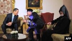Маданият ва динлар ўртасидаги мулоқотни рағбатлантириш ниятида Барак Обама Истанбулда уч дин вакиллари билан учрашди.