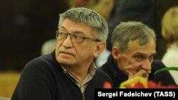 İki rus rejissoru Aleksandr Sokurov və Yuriy Arabov.