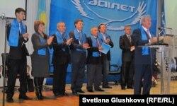 Президиум внеочередного съезда партии «Адилет». Астана, 3 декабря 2011 года.
