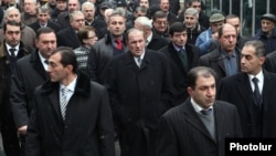 Armenia - Former President Levon Ter-Petrosian (C) and other leaders of his Armenian National Congress lead an opposition demonstration in Yerevan, 10Dec2012.