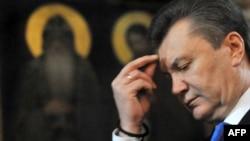 В выборе премьер-министра Виктору Януковичу впору положиться на высшие силы