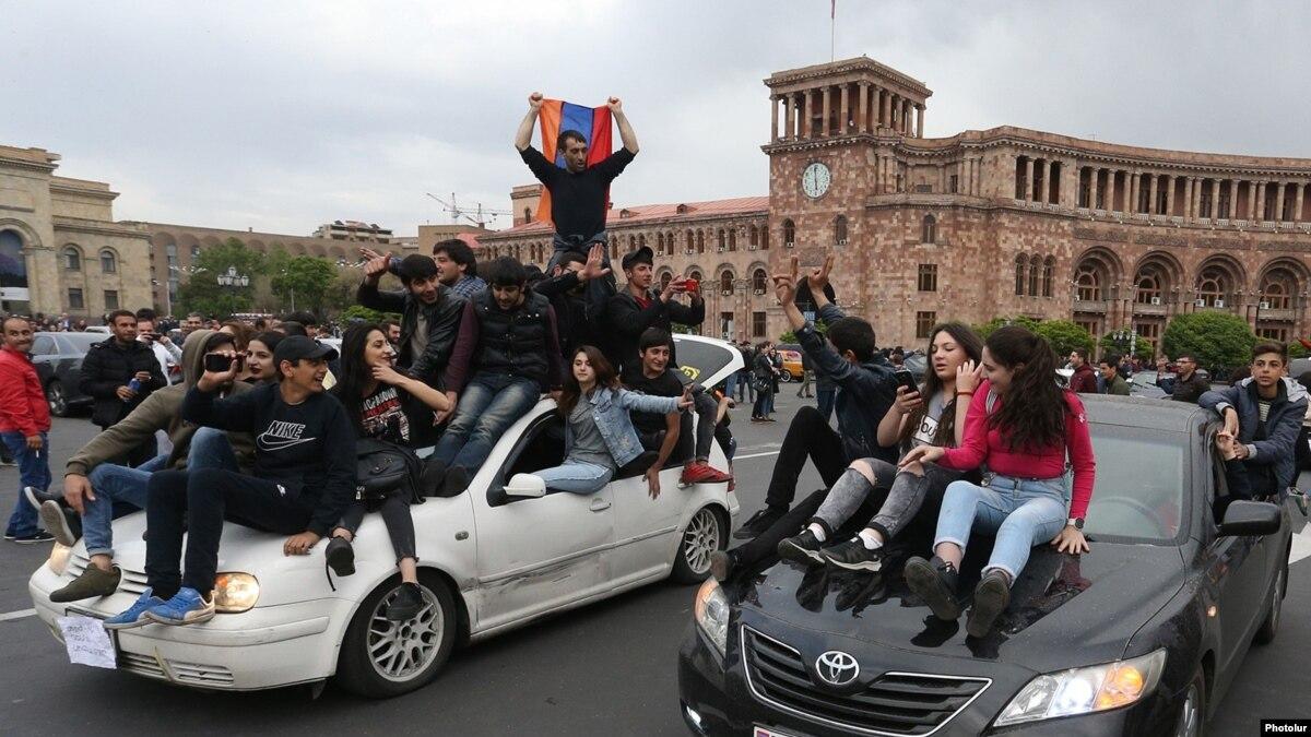 Премьер-министр Армении призвал протестующих начать переговоры