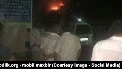 """В Ташкенте возник крупный пожар на продуктовом рынке рядом со станцией метро """"Беруни""""."""
