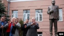Жириновский өз эстелигинин ачылышында.