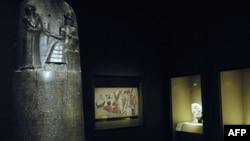 Expoziție de artă antică babiloniană la Louvre