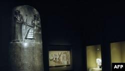 Базальтовая стелла с Кодексом законов Хаммурапи