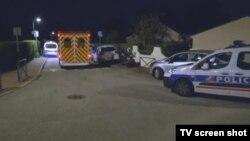 Hitna pomoć i policijska auta ispred kuće ubijenog policajca