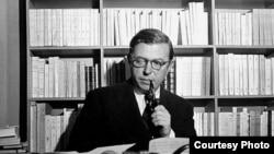 "Жан-Поль Сартр. [Фото — <a href=""http://books.atheism.ru/"" target=_blank>«Философия атеизма»</a>]"