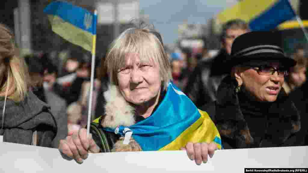 «Українські жінки хочуть бачити депутата Надію Савченко у Верховній Раді, а не за ґратами, у в'язниці російського Сибіру» – наголошували організатори