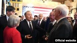 Президент Казахстана Нурсултан Назарбаев (в центре) на встрече с представителями деловых кругов США. Вашингтон, 16 января 2018 года.