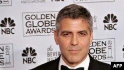 """В этом году Джордж Клуни не возьмет публично """"Золотой глобус"""" в руки: """"Я — член шести профсоюзов и не предам коллег, стоящих в пикетах""""."""