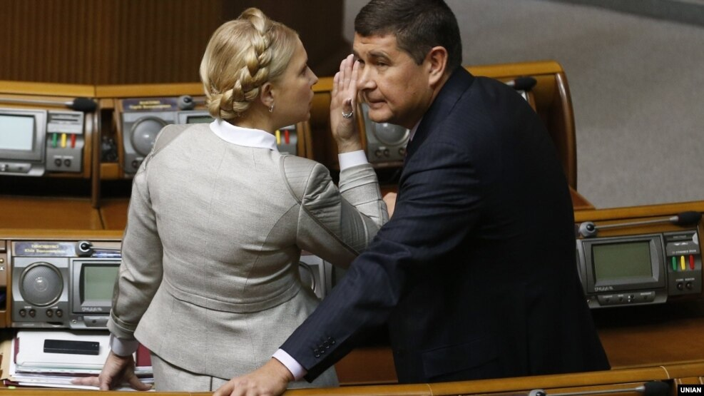 Oleksandr Onyshchenko (right) during a session of the Ukrainian parliament in 2014