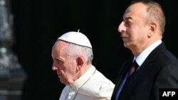 Rim papasy Fransis we Azerbaýjanyň prezidenti Ylham Aliýew. 2-nji oktýabr, 2016 ý.