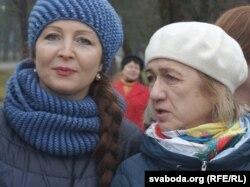 Марыя Сушчанка і дачка Адамовіча Натальля на адкрыцьці бюста Адамовіча