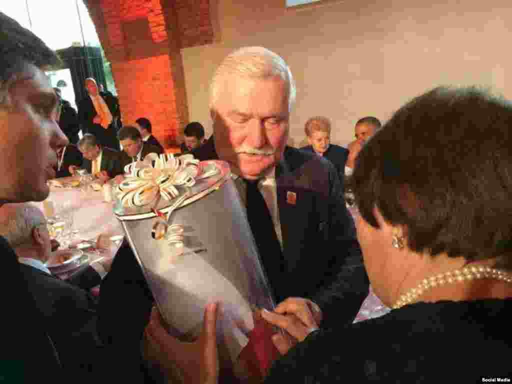 Танылган хокук яклаучы, Польшаның элекке президенты Лех Валенса (Рөстәм Умеров фотосы)