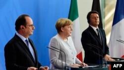 Слева направо: президент Франции Франсуа Олланд, канцлер Германии Ангела Меркель и премьер-министр Италии Маттео Ренци на пресс-конференции после объявлении итогов референдума о членстве Британии в ЕС. Берлин, 27 июня 2016 года.