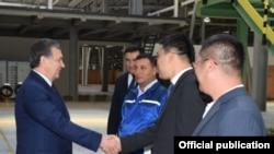 Президент Узбекистана Шавкат Мирзиёев с представителями общественности