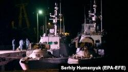 Захваченные год назад у берегов Крыма украинские корабли в порту Очакова, 20 ноября 2019 года