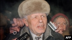 Andrei Sakharov speaks to journalists in Moscow upon his return from exile on December 23, 1986.